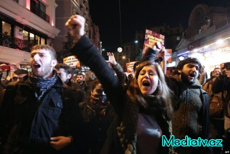 Türkiyə polisi internet senzurasına etiraz aksiyasını dağıdır