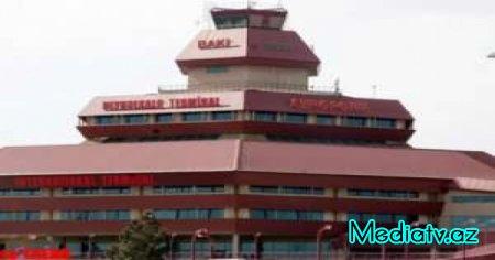 """Bakı aeroportunda """"xəncər insidenti"""""""