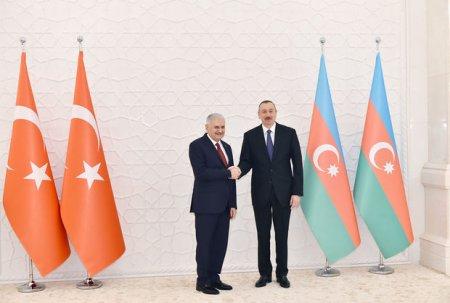 Türkiyə baş naziri İlham Əliyevlə danışıqlarda – FOTO