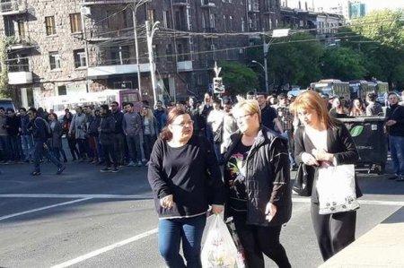 Yerevanda tələbələr ayağa qalxdı - FOTO