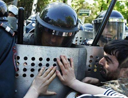 Yerevanda etiraz aksiyaları davam edir