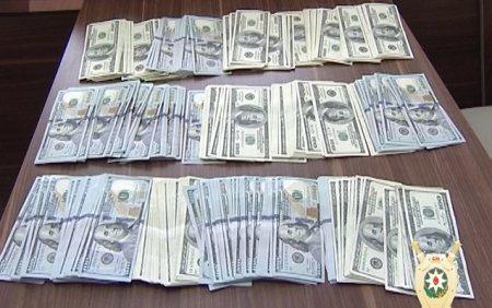 Bakıda mənzildən 70 min dollar oğurladılar
