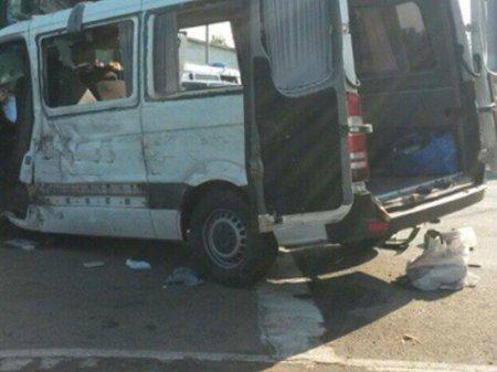 Mikroavtobus yük maşını ilə toqquşdu: yaralılar var