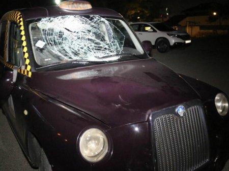 Bakıda London taksisi piyadanı vurub