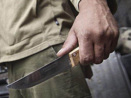 21 yaşlı oğlan qonşusu tərəfindən bıçaqlandı