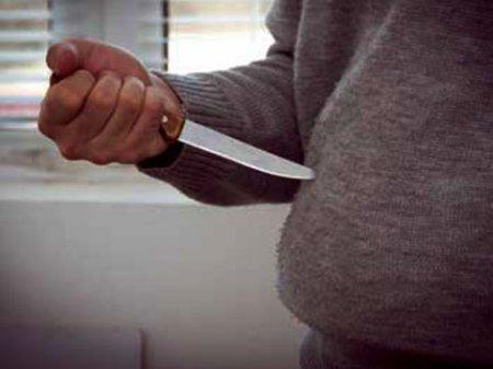 Paytaxtda orta yaşlı kişi özünü bıçaqladı