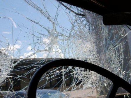 Minik avtomobili yük maşını ilə toqquşdu: Ölən var