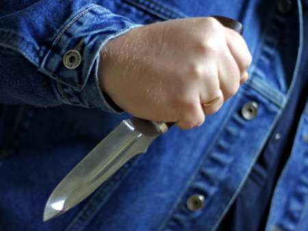 Həmkəndlisini bıçaqlayıb öldürdü