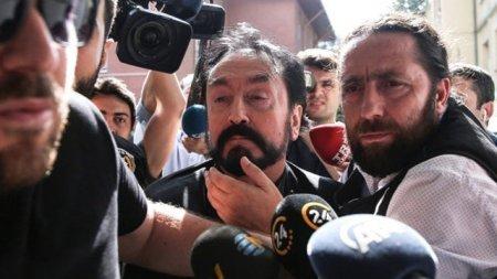 """Adnan Oktar cinayətində qandonduran etiraf: """"Bir qadına 20 kişi təcavüz edib"""""""