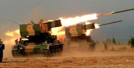 """Çin atəş açan tank """"Qrad""""ını nümayiş etdirdi"""