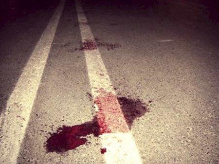 Abşeronda avtomobil piyadanı vuraraq öldürdü
