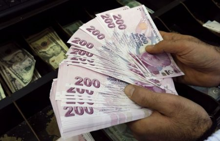 """Türkiyədə dolların """"qızdırması"""" düşmür"""