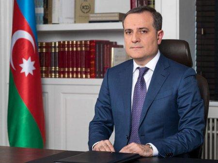 """Ceyhun Bayramov: """"Bu il 332 adda tədris vəsaiti məktəblərə paylanılıb"""""""