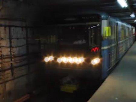 Bakı metrosunda qatar 20 dəqiqə tuneldə qaldı