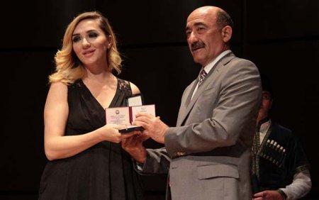Nazir fəxri ad alan məşhurlara medallarını təqdim etdi - Fotolar
