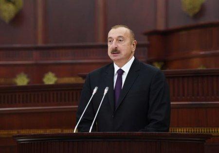 İlham Əliyev Milli Məclisin 100 illiyi ilə bağlı təntənəli iclasda - FOTO